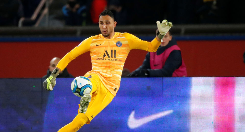 Soccer Football - Ligue 1 - Paris St Germain vs Olympique de Marseille - Parc des Princes, Paris, France - October 27, 2019 Paris St Germain's Keylor Navas in action REUTERS/Charles Platiau