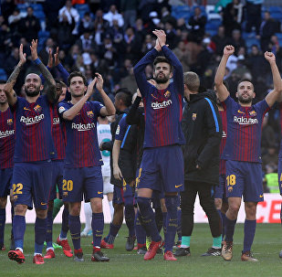 Soccer Football - La Liga Santander - Real Madrid vs FC Barcelona - Santiago Bernabeu, Madrid, Spain - December 23, 2017 Barcelona's Gerard Pique and team mates applaud the fans at the end of the match