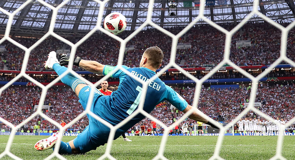 Soccer Football - World Cup - Round of 16 - Spain vs Russia - Luzhniki Stadium, Moscow, Russia - July 1, 2018 Russia's Igor Akinfeev saves Spain's Iago Aspas shot during the penalty shootout