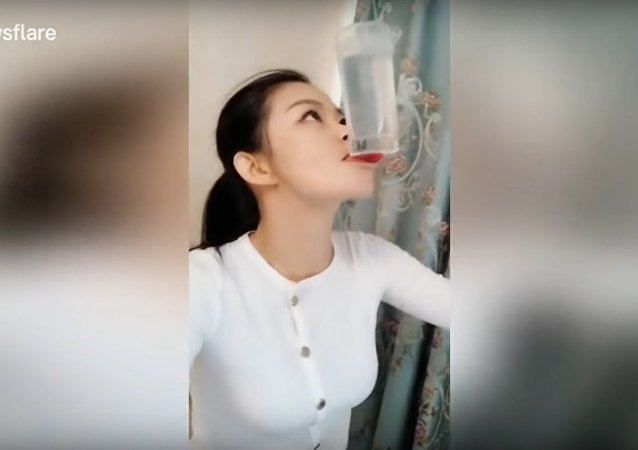 Chinese girl shows off her incredible tongue tricks