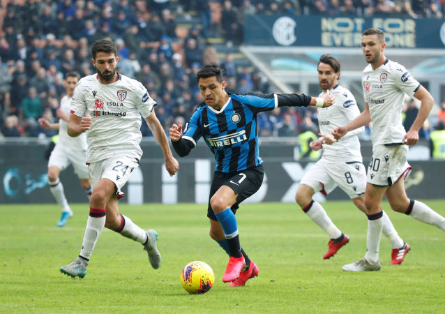 Inter Milan's Alexis Sanchez in action with Cagliari's Paolo Farago