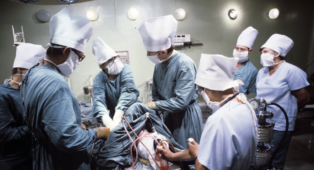 The Da Vinci robotic surgical system helped to restore myocardial perfusion on a beating heart, which was the first surgery of this kind in Moscow.